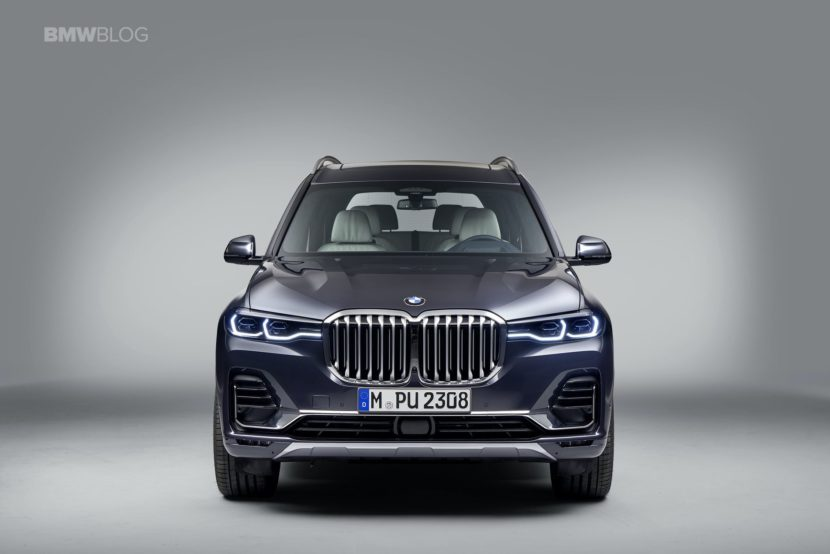 BMW X7 photos studio 15 830x554
