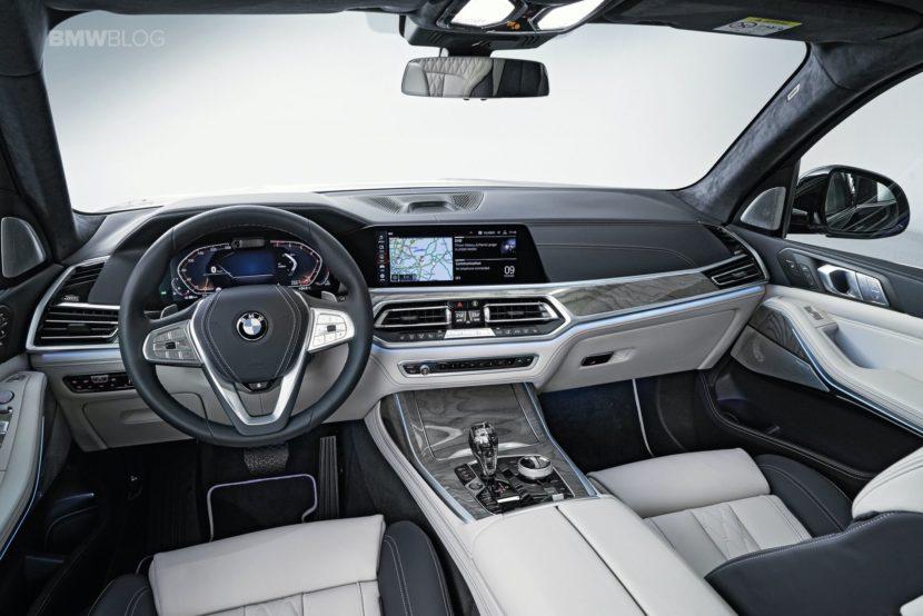 BMW X7 photos studio 16 830x554