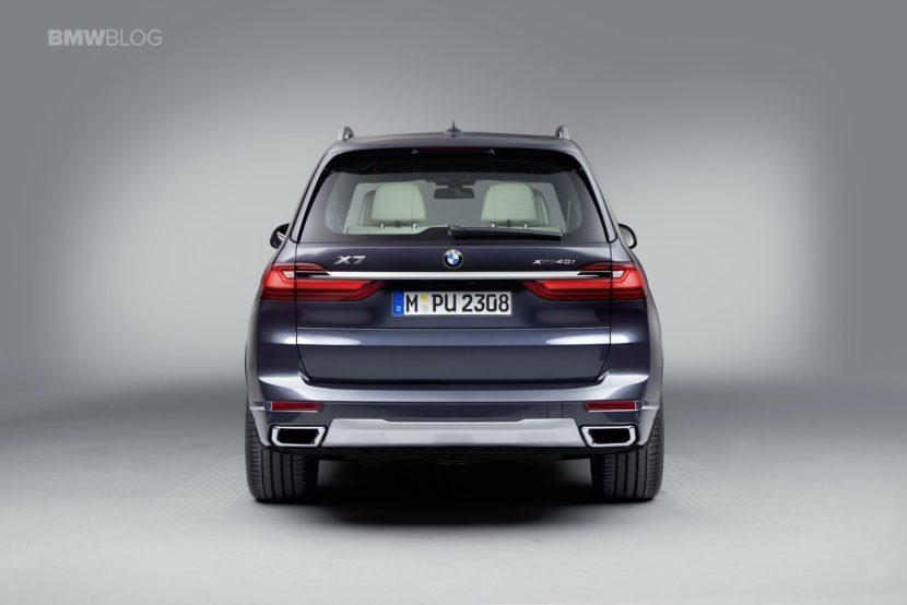 BMW X7 photos studio 30 830x554