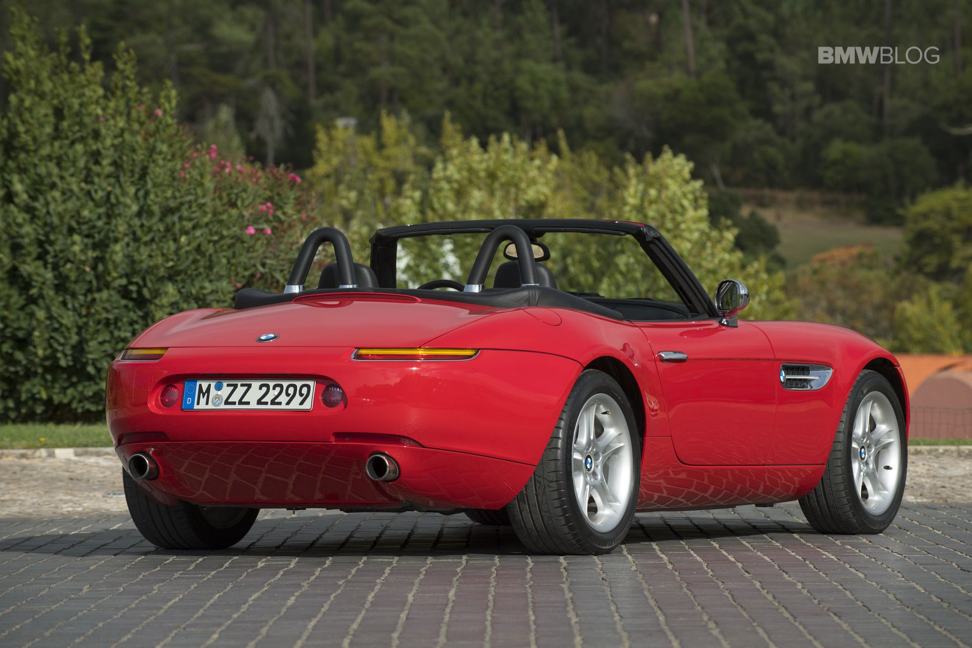 Inside The Bmw Z8 Combines Retro Touches With A Telescoping Steering Wheel And Seats Plenty Of Room For Two S