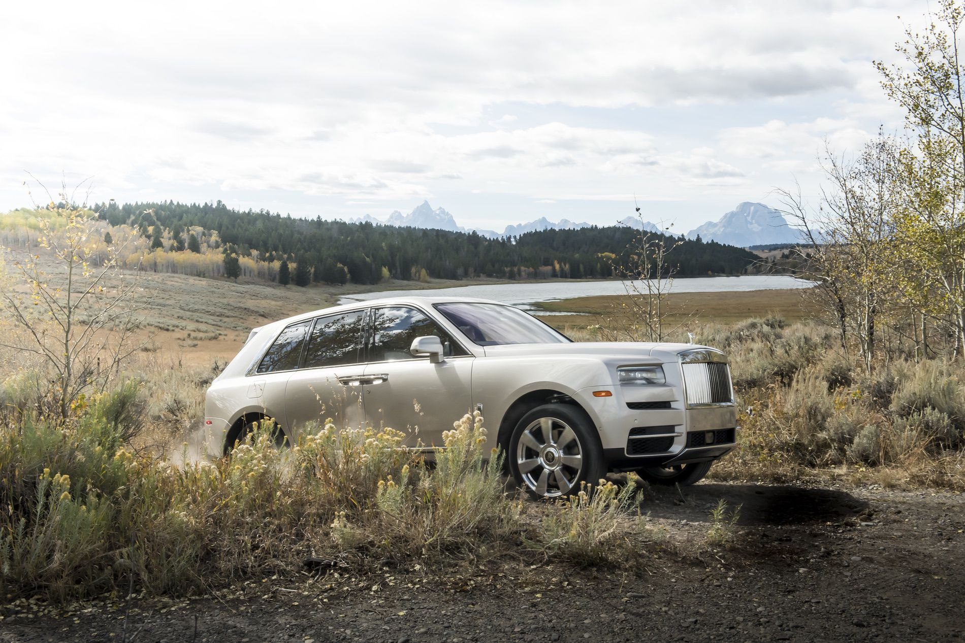 Video Rolls Royce Cullinan Review Confirms Ultimate Suv Status