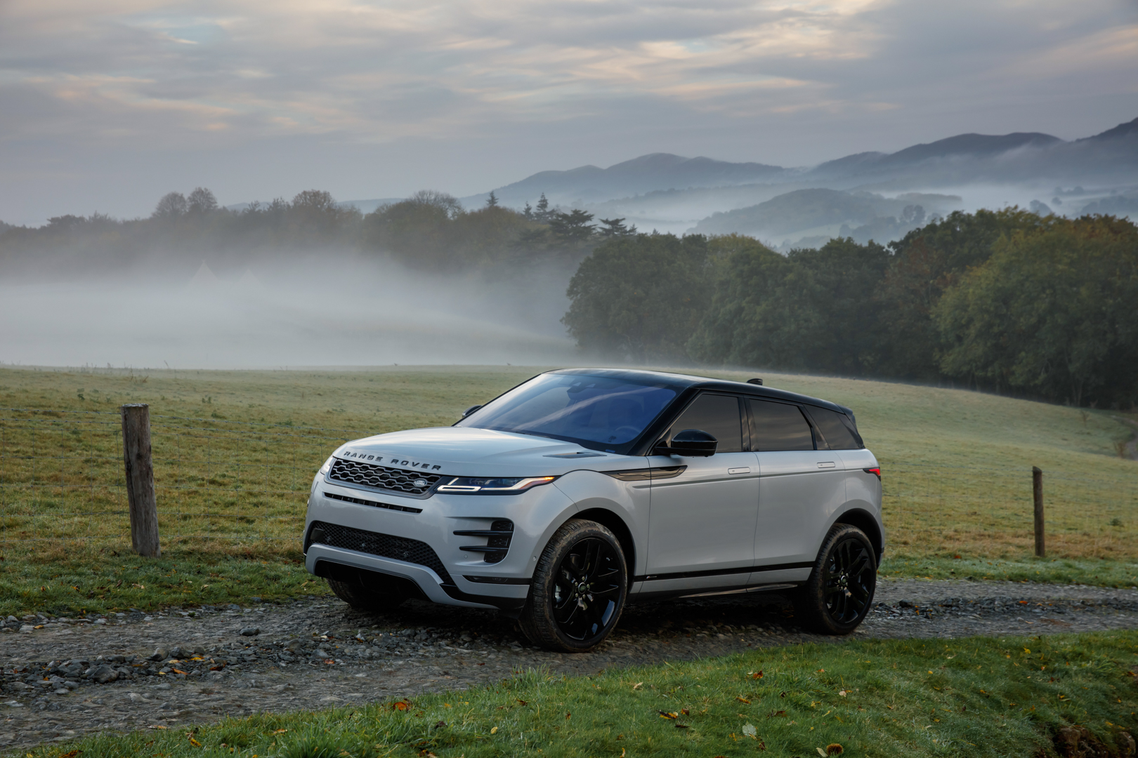 2019 range rover evoque is here to take on bmw x2. Black Bedroom Furniture Sets. Home Design Ideas