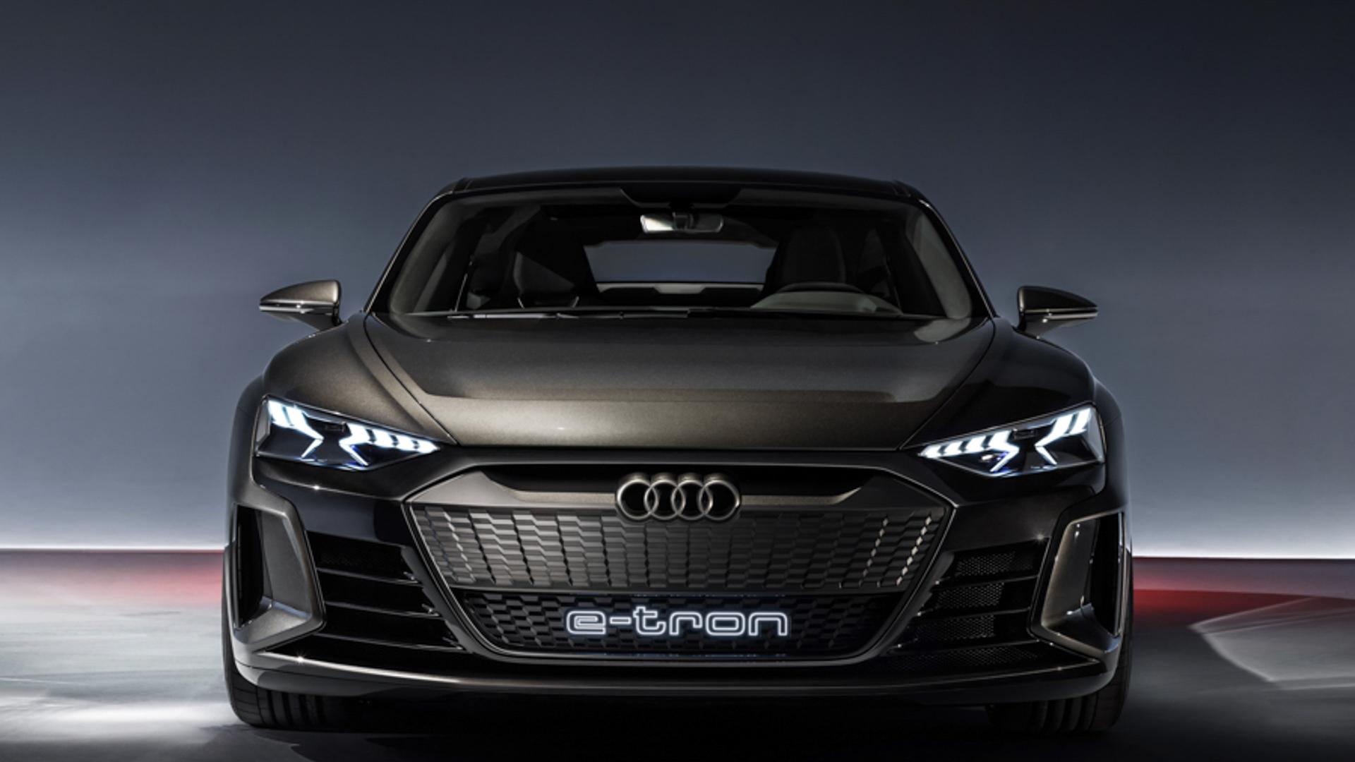 Audi e tron GT vs BMW i Vision Dynamics 2