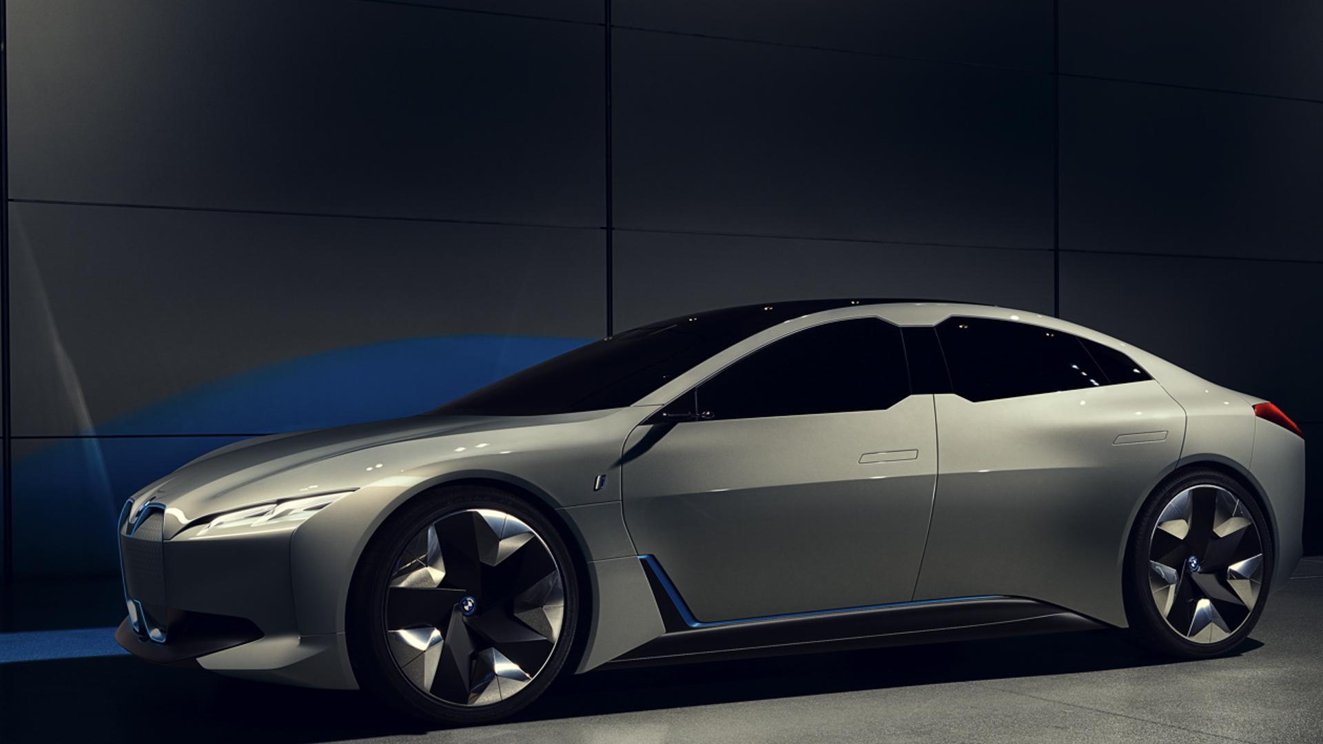 Audi e tron GT vs BMW i Vision Dynamics 8