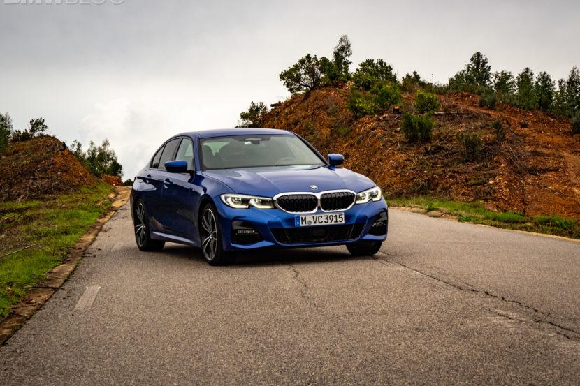 BMW 330i Portimao Blue images 2 830x553