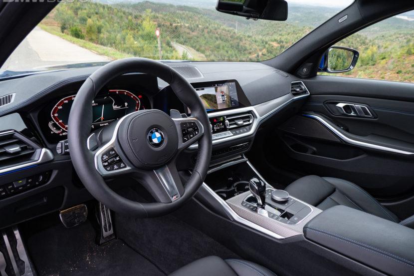 BMW 330i Portimao Blue images 6 830x553