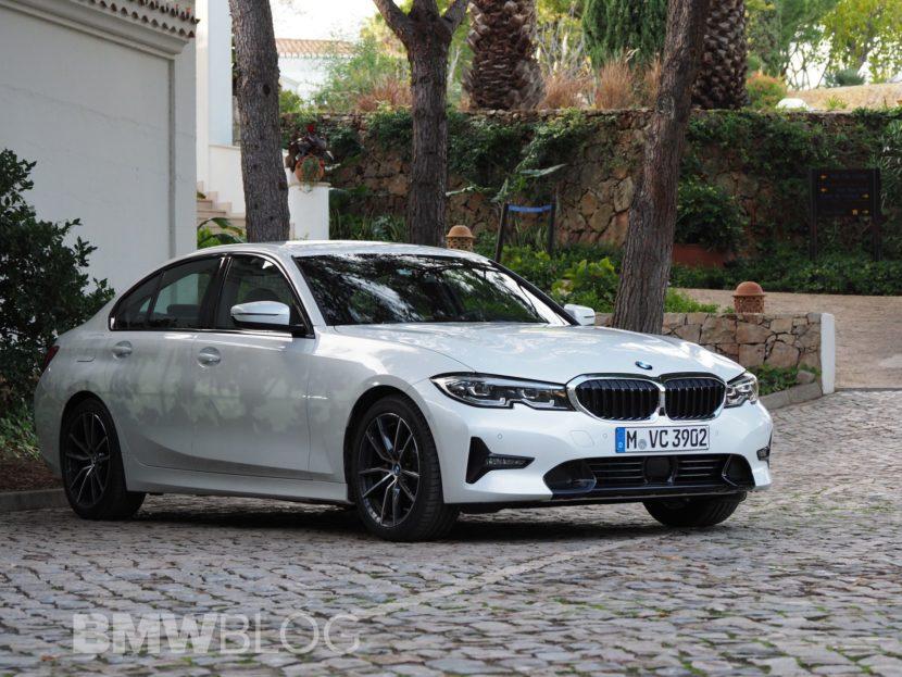 BMW 330i mineral white 02 830x623