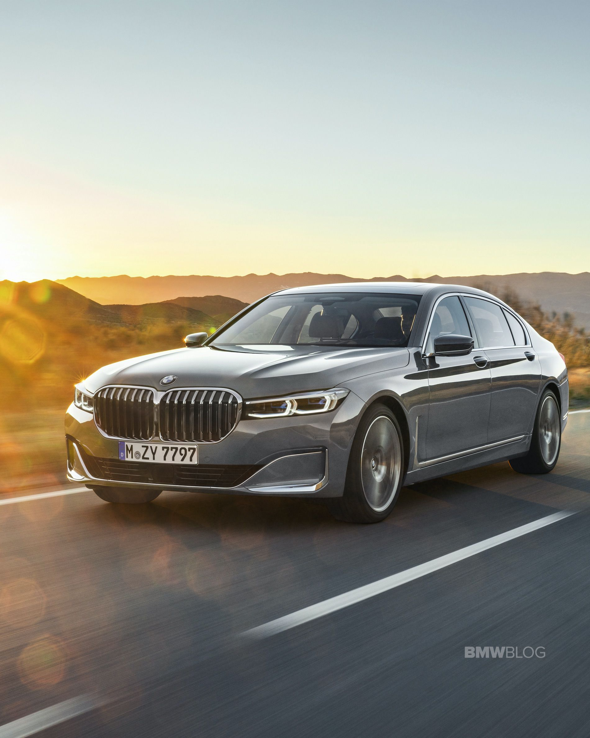 VIDEO: Carwow reviews the new BMW 7 Series LCI
