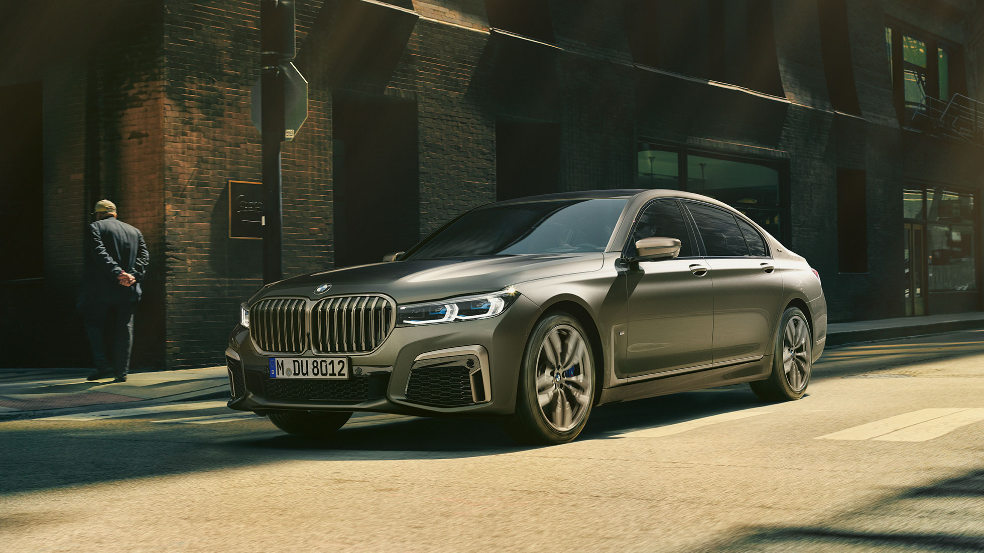 2019 BMW M760Li wallppaper 3