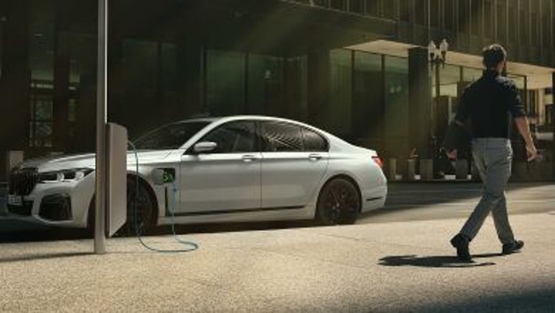 [Image: BMW-7-Series-Facelift-LCI-04.jpg]