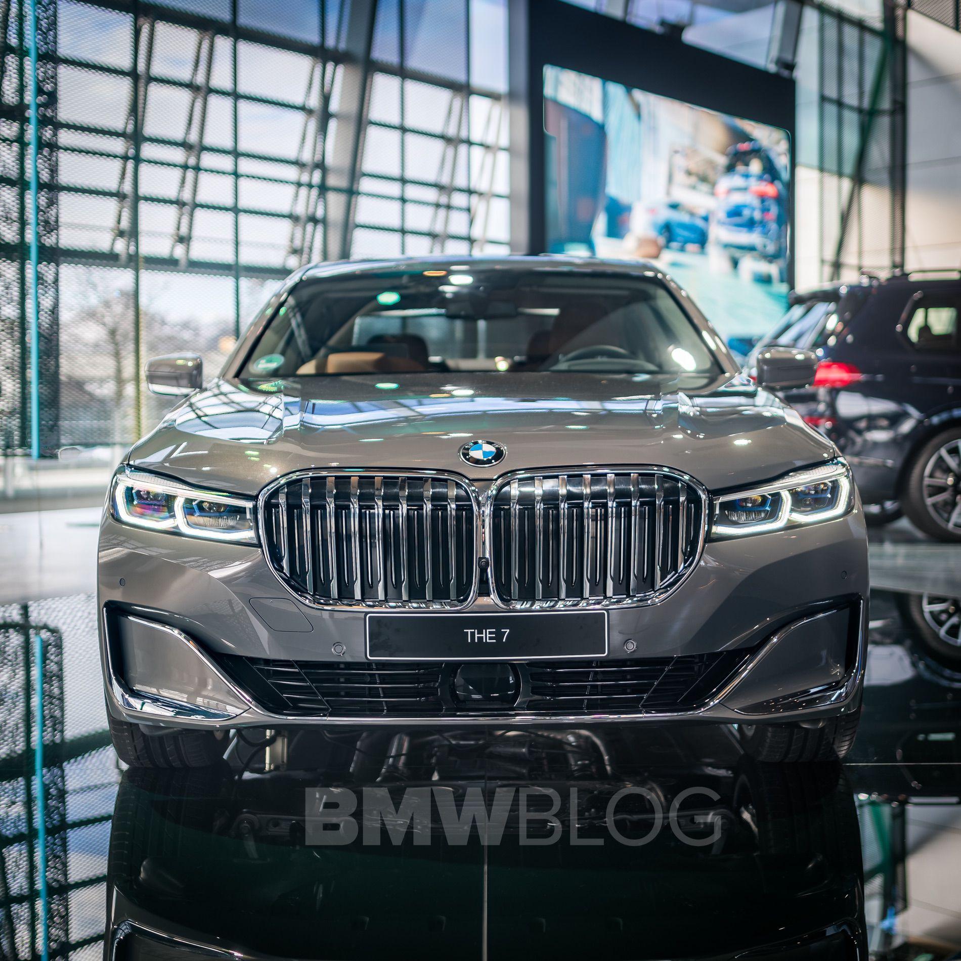 BMW 7 Series Welt 01