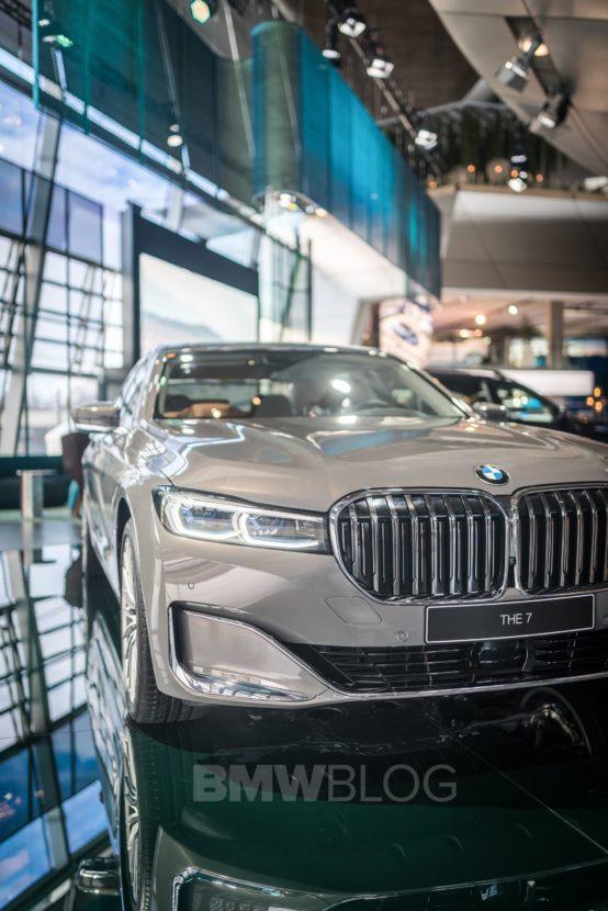 BMW 7 Series Welt 03 554x830