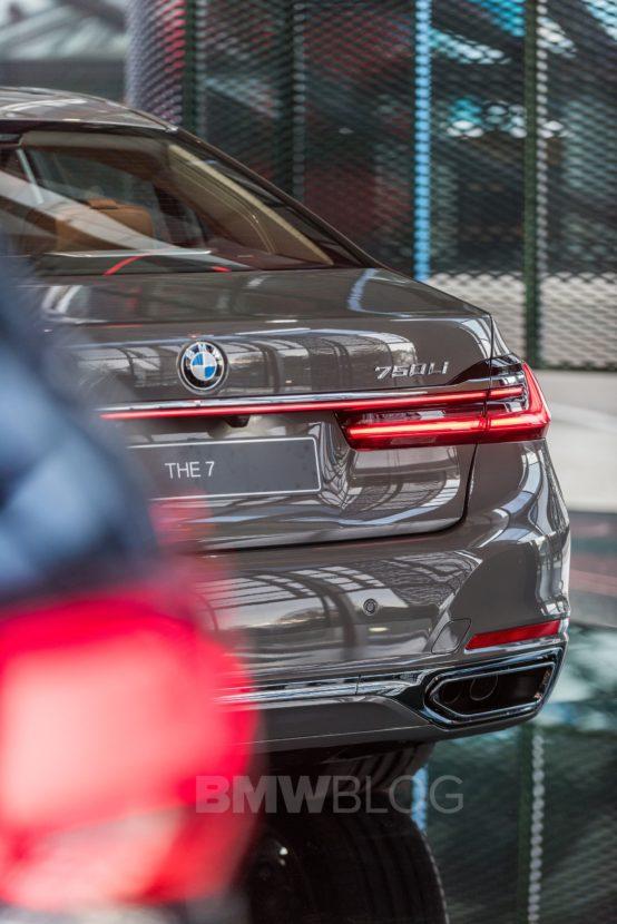 BMW 7 Series Welt 13 554x830