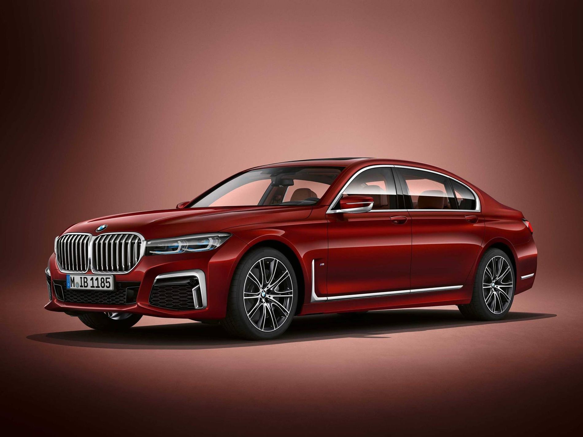 Designer Alexey Kheza explains the BMW 7 Series LCI facelift