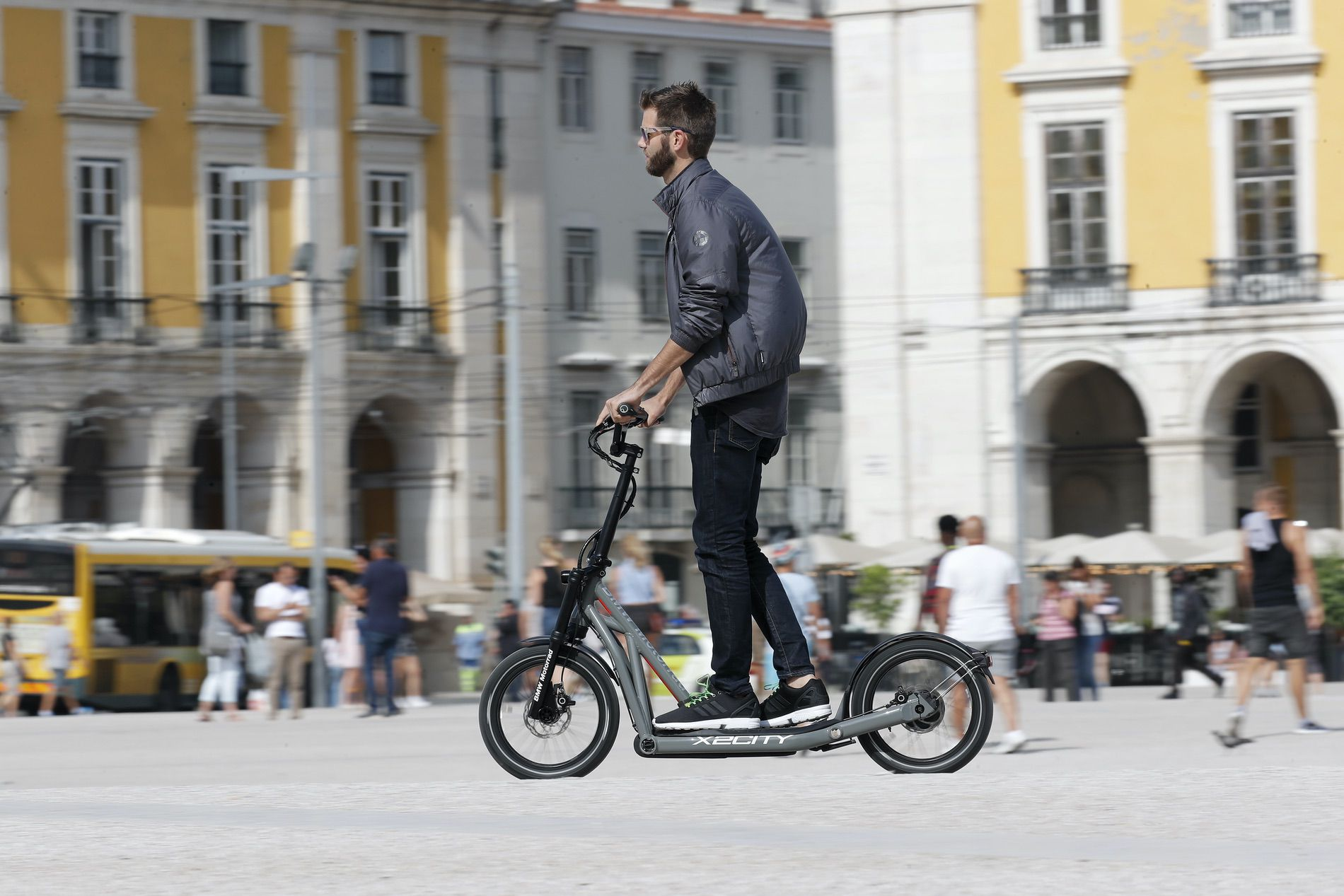 BMW Motorrad introduces a new electric scooter - X2City