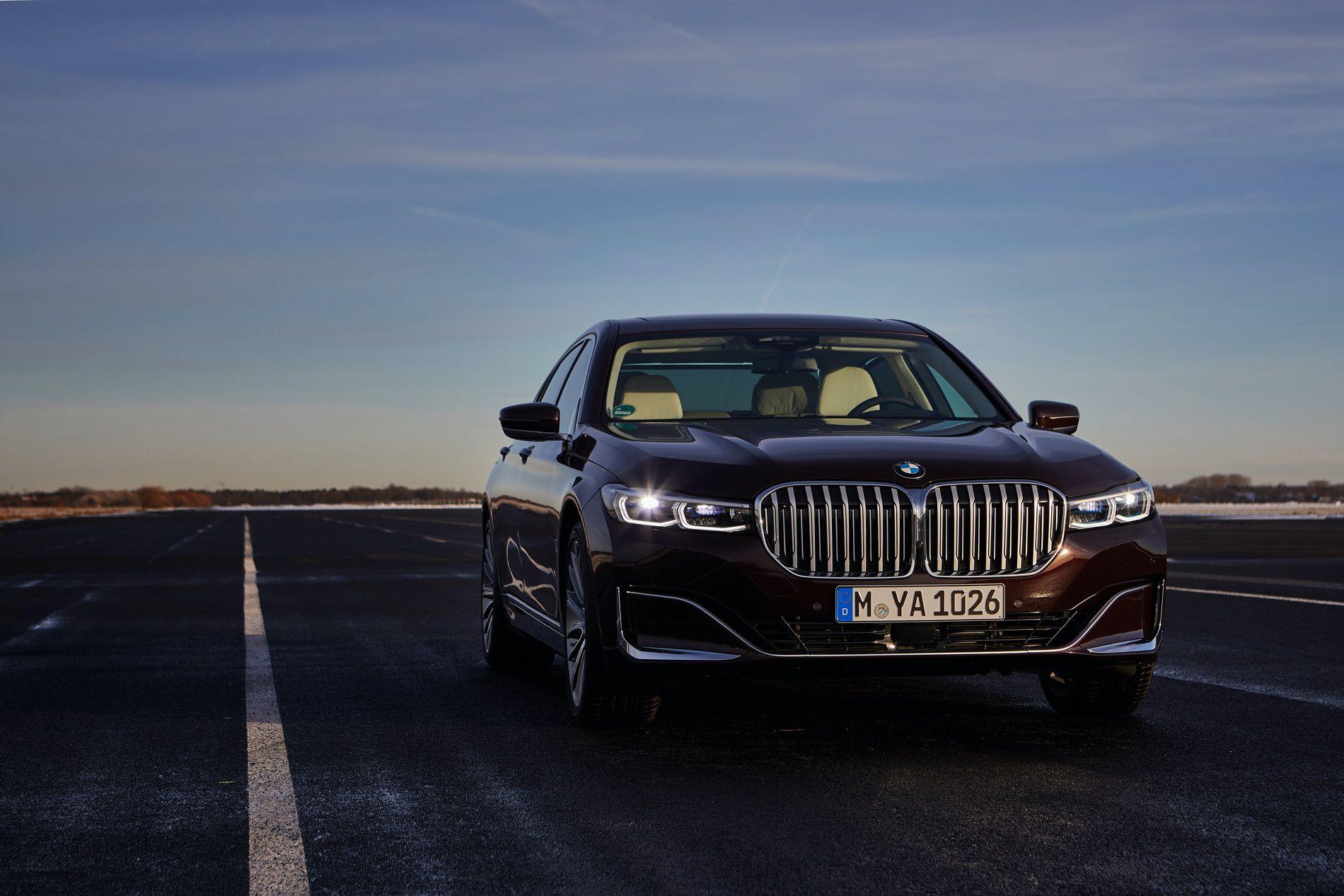 2019 BMW 745e 02