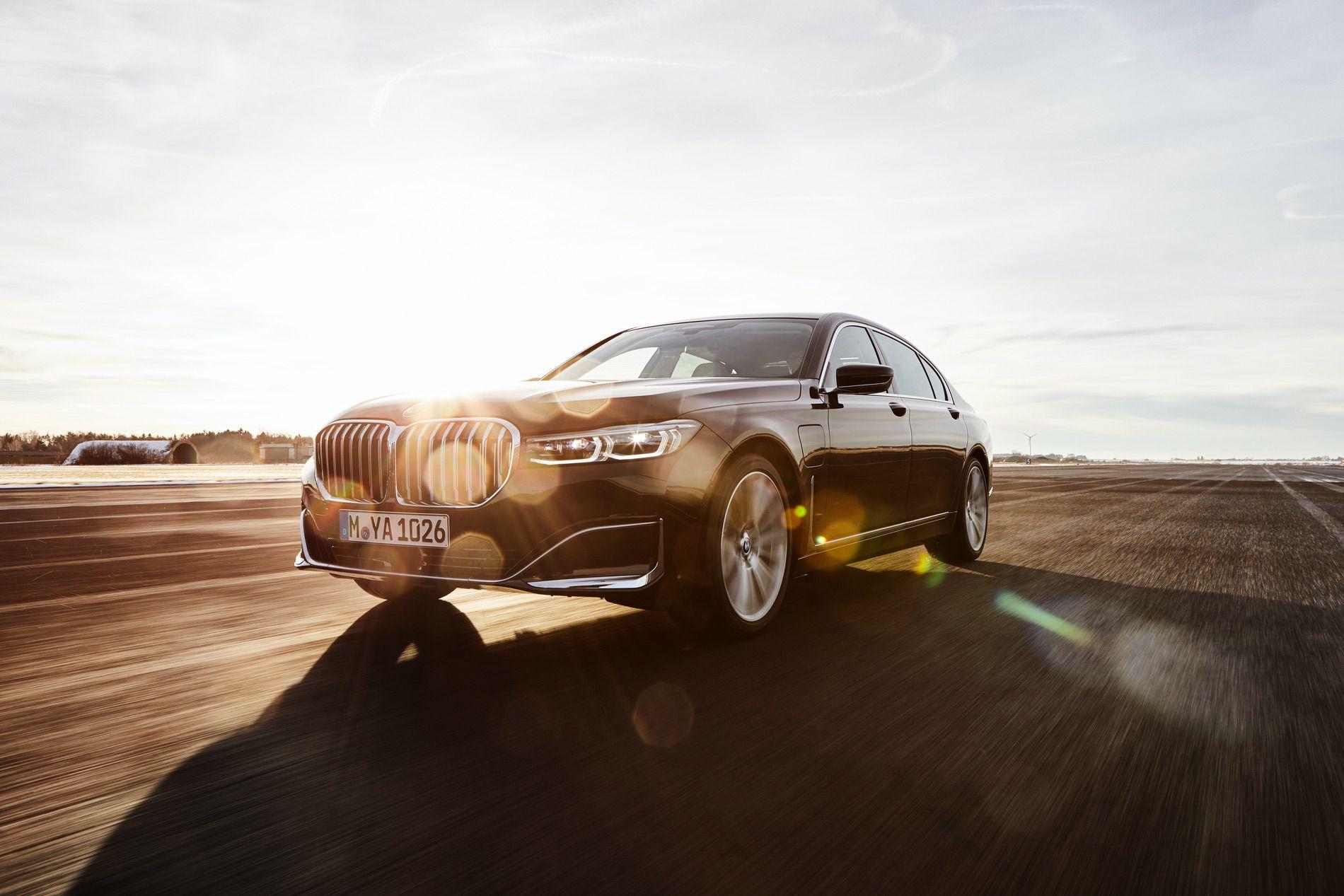 2019 BMW 745e 03