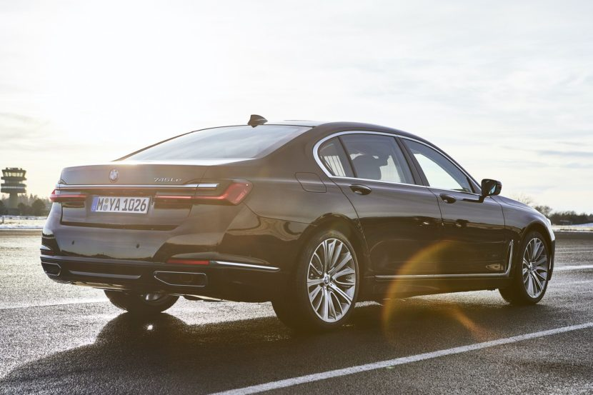 2019 BMW 745e 15 830x553