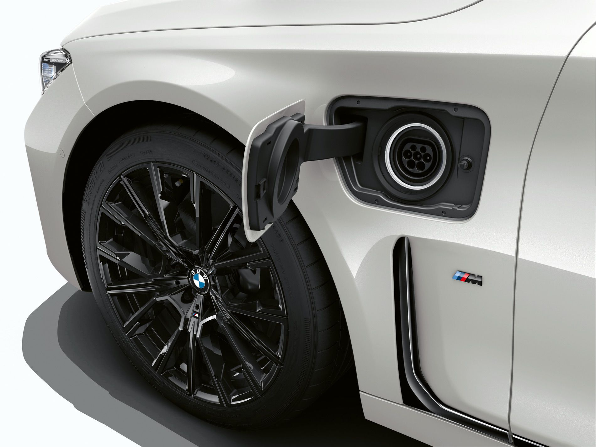 SPIED: BMW testing what appears to be an early i7 electric prototype