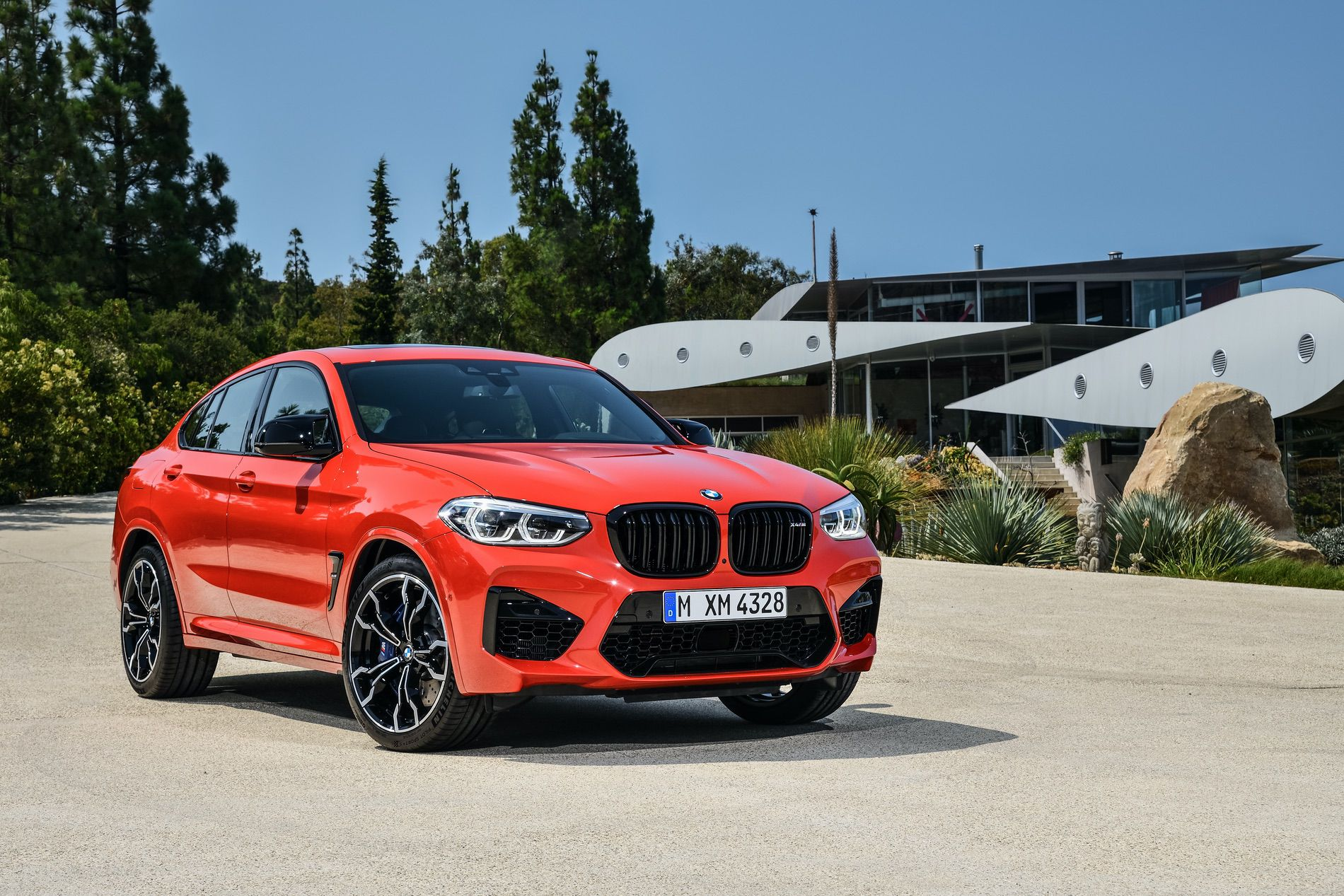 BMW X4M Competition exterior 01