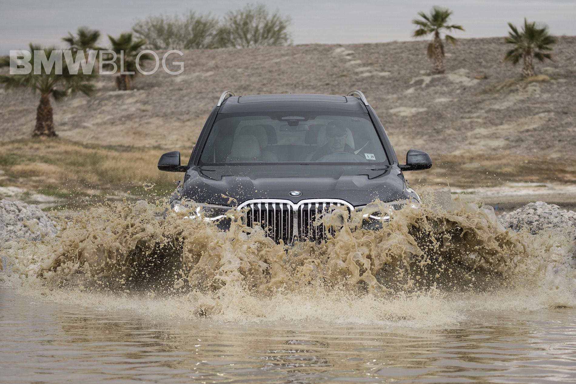 BMW X7 off road 17
