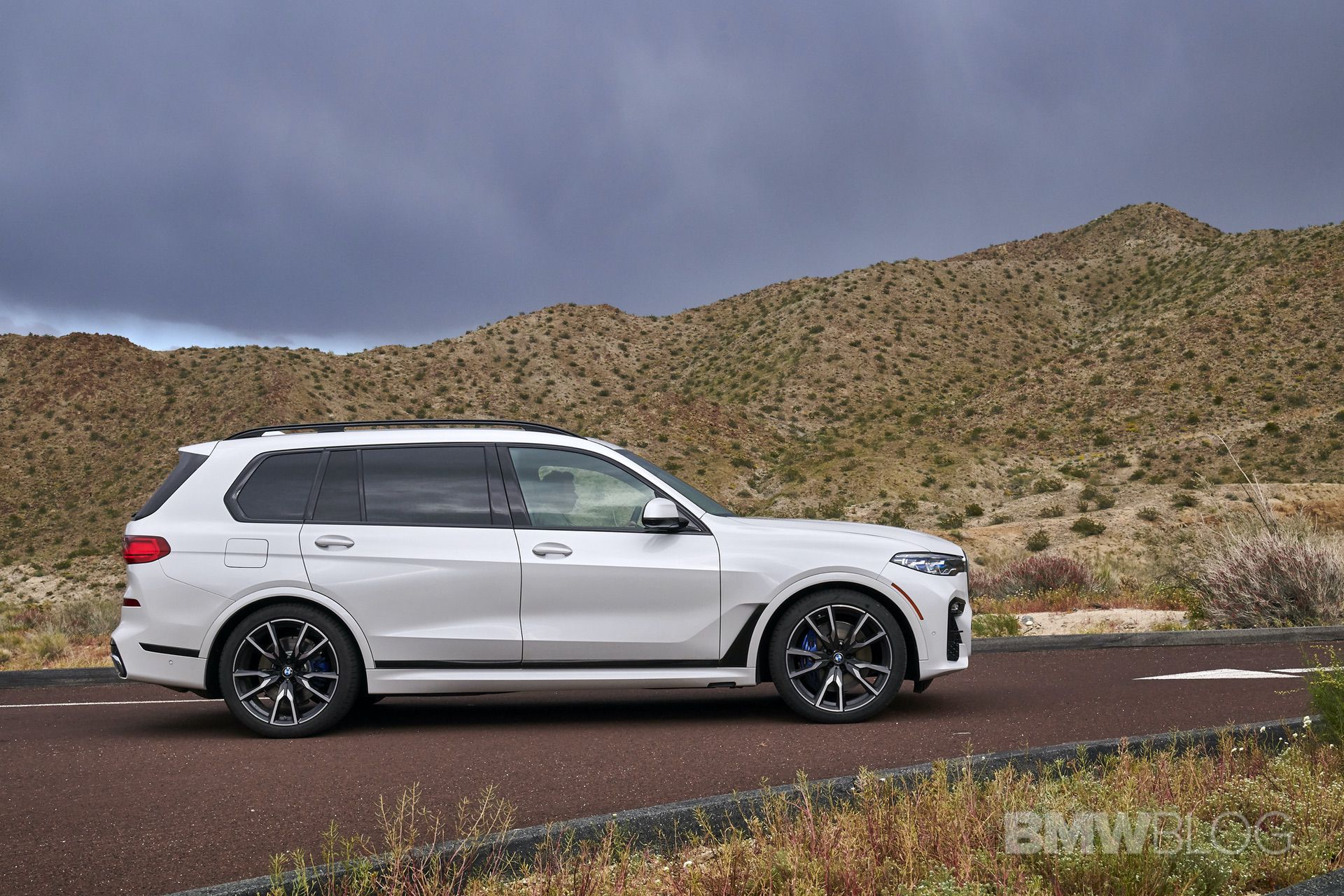2019 BMW X7 drive 04
