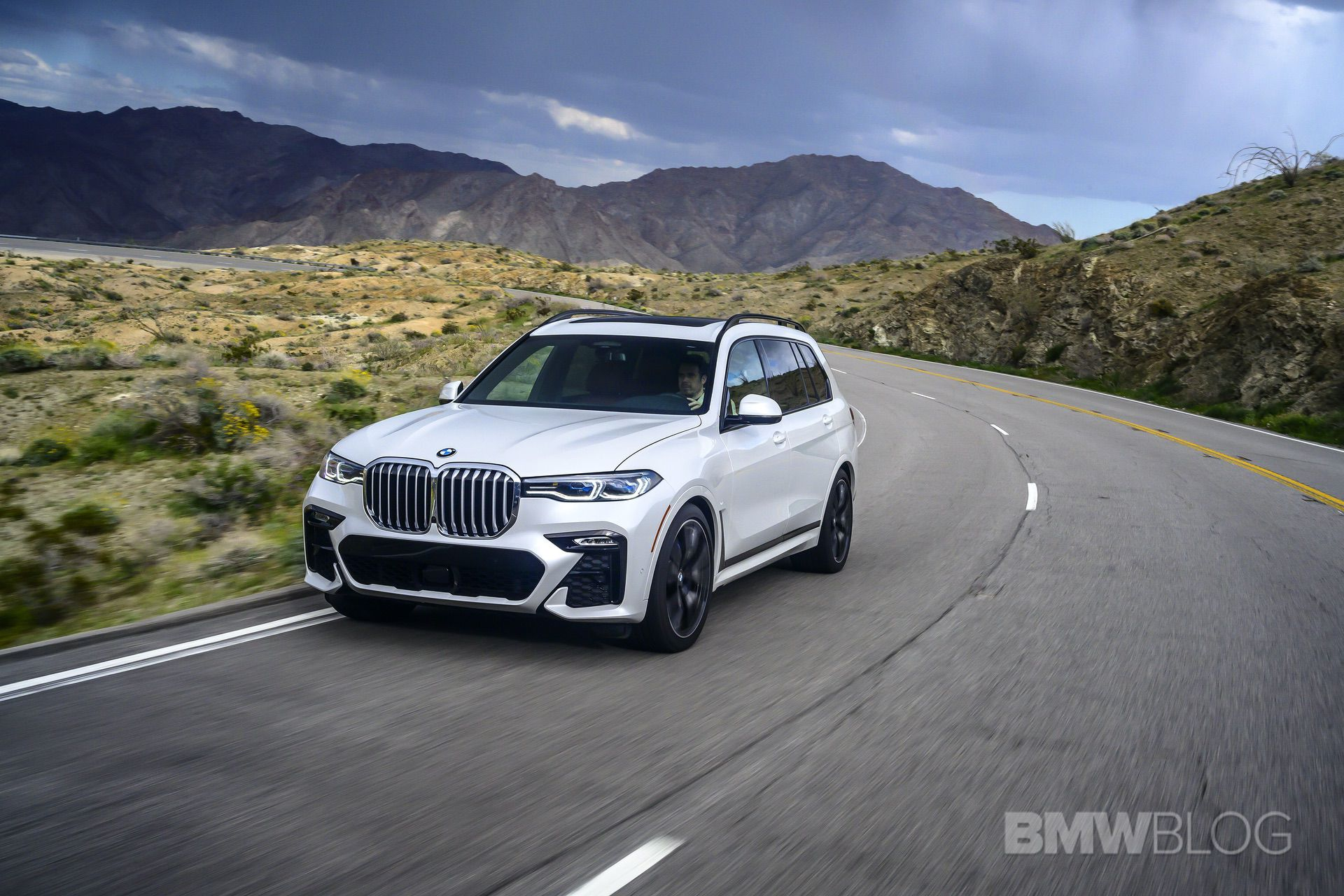 2019 BMW X7 drive 23
