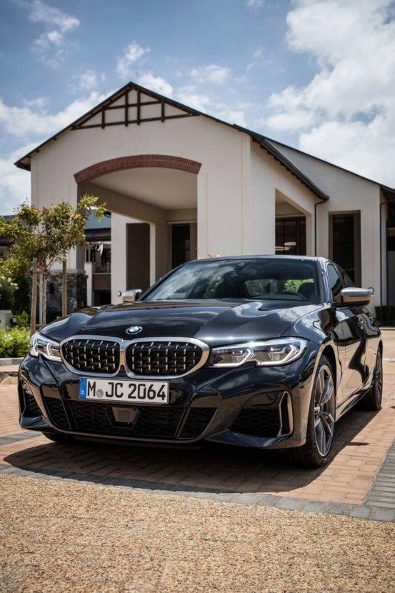 BMW M340i black 01 553x830