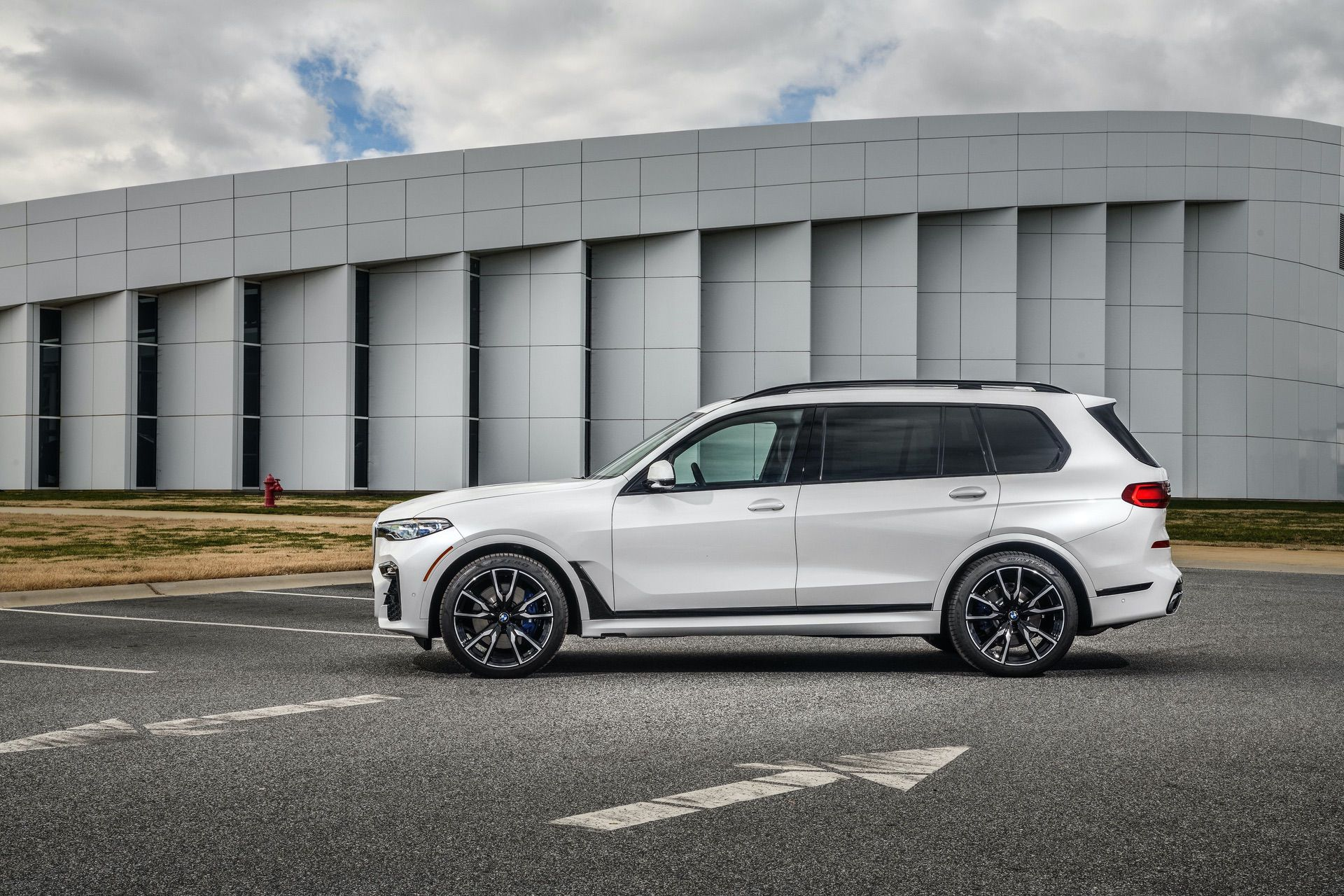 Gallery 2019 Bmw X7 Xdrive50i In Mineral White Metallic