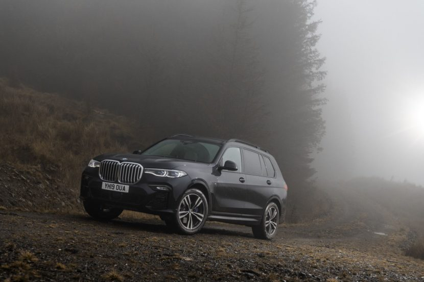 BMW X7 m50d black color 106 830x553