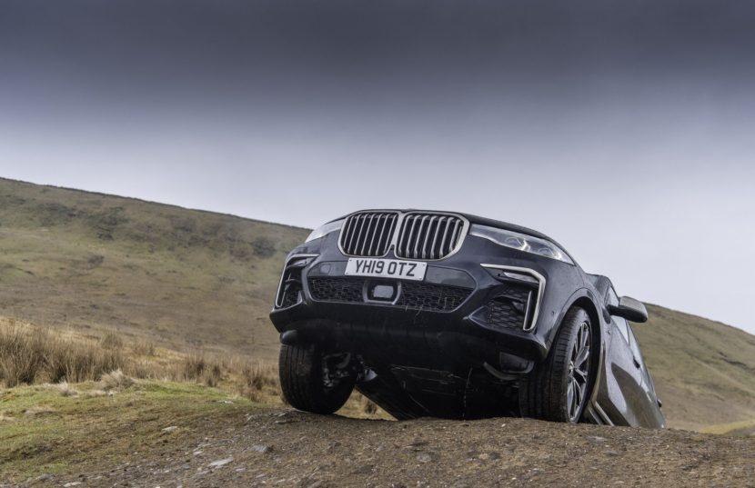 BMW X7 m50d black color 51 830x537