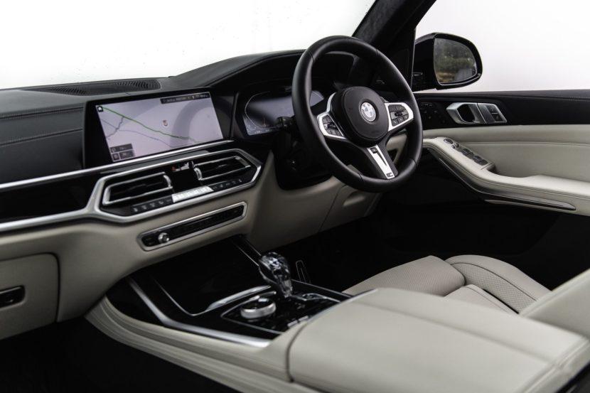 BMW X7 m50d black color 86 830x553