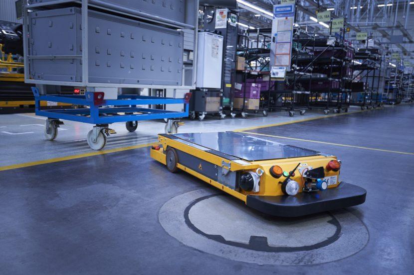 P90331115 highRes smart transport robo 830x553