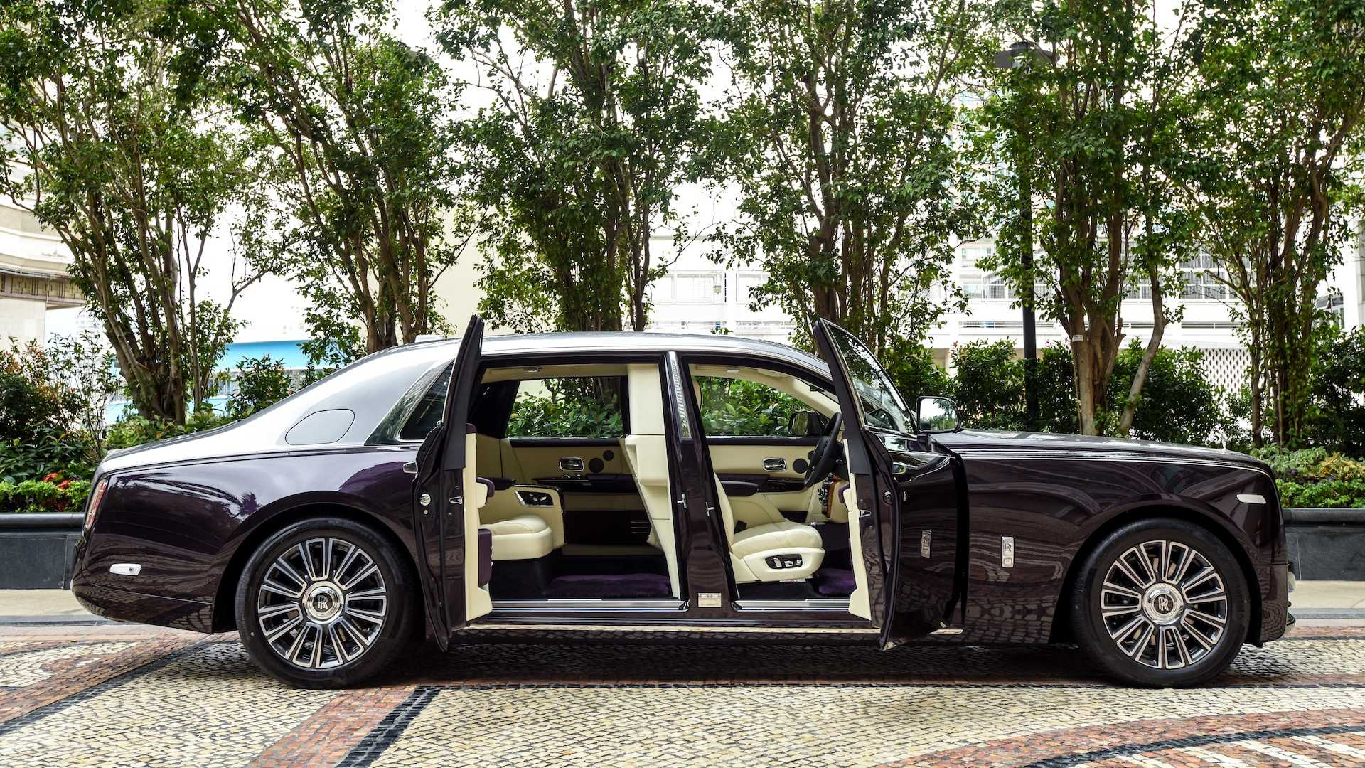 Photo Gallery: Check Out the Privacy Suite on the Rolls-Royce Phantom