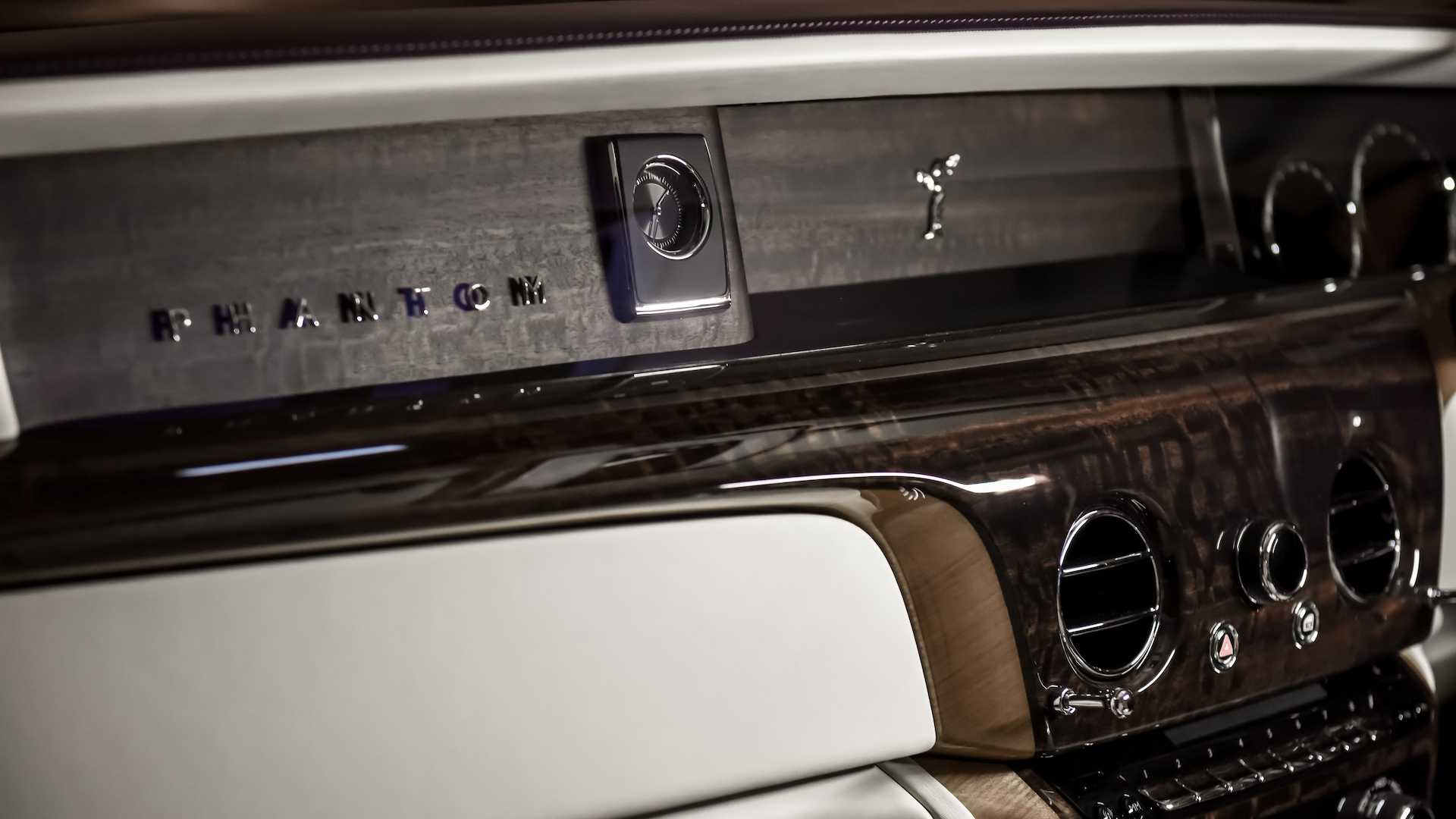 rolls royce phantom with privacy suite10