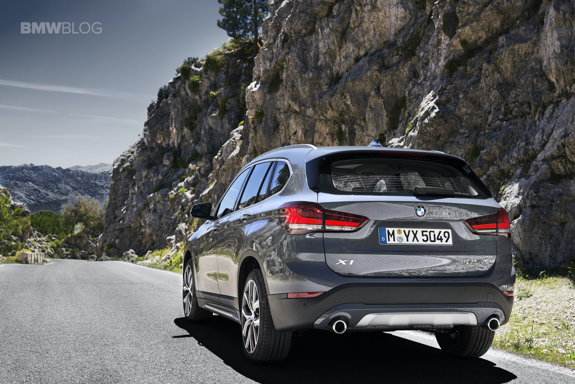 Bmw Exterior: WORLD PREMIERE: 2019 BMW X1 Facelift With Larger Kidney