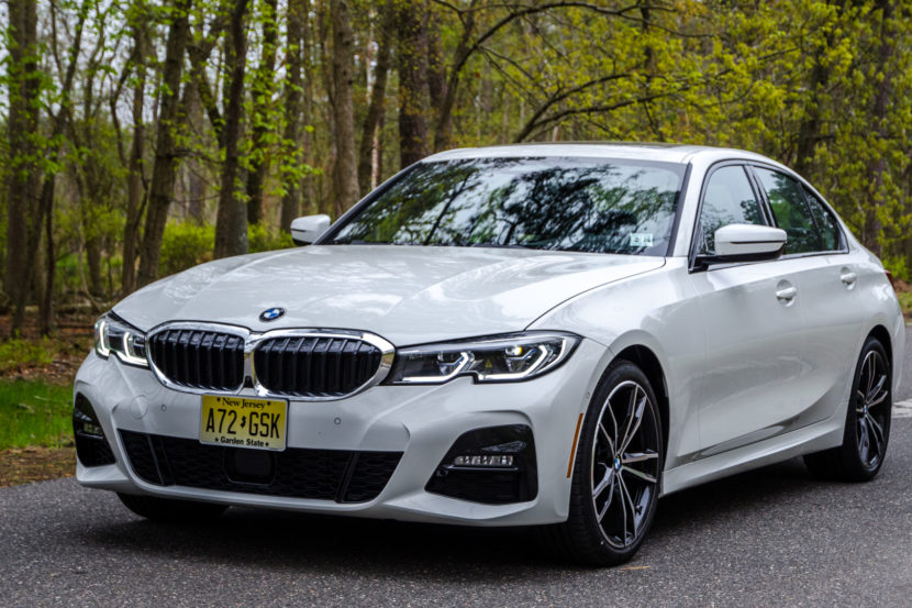 BMW 330i xDrive 2 of 42 830x553