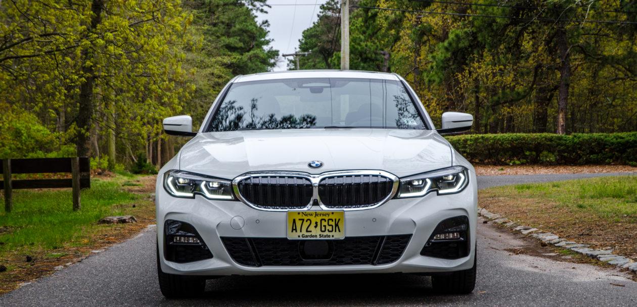BMW 330i xDrive 3 of 42 1260x608