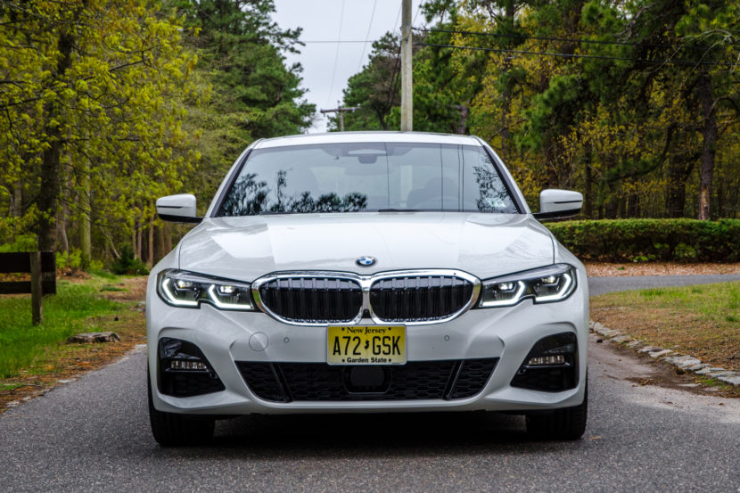 BMW 330i xDrive 3 of 42 830x553