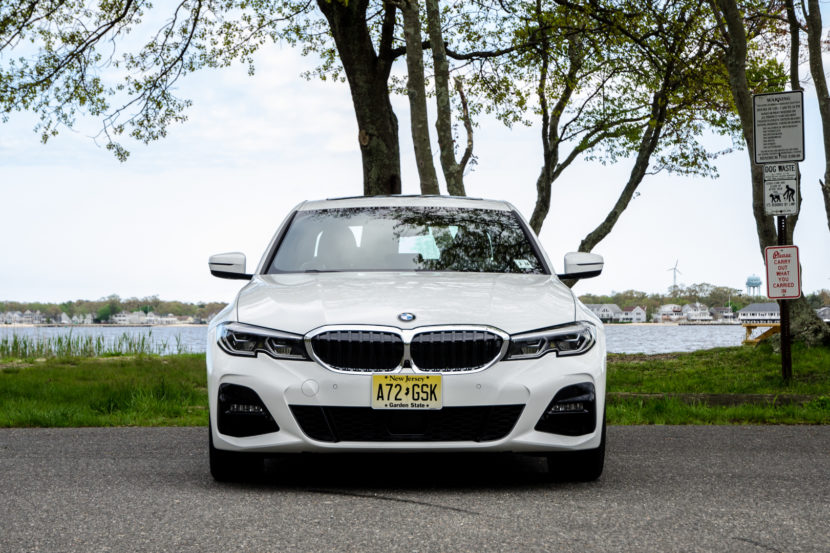 BMW 330i xDrive 32 of 42 830x553