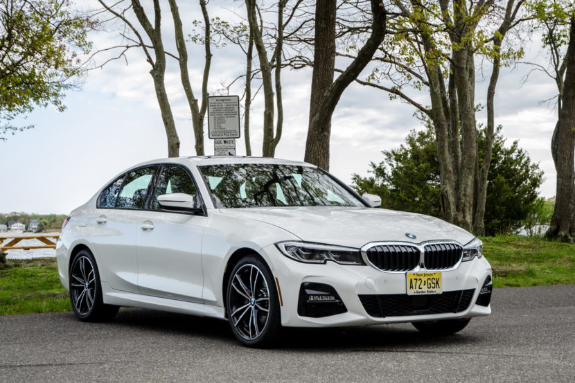 BMW 330i xDrive 33 of 42 830x553