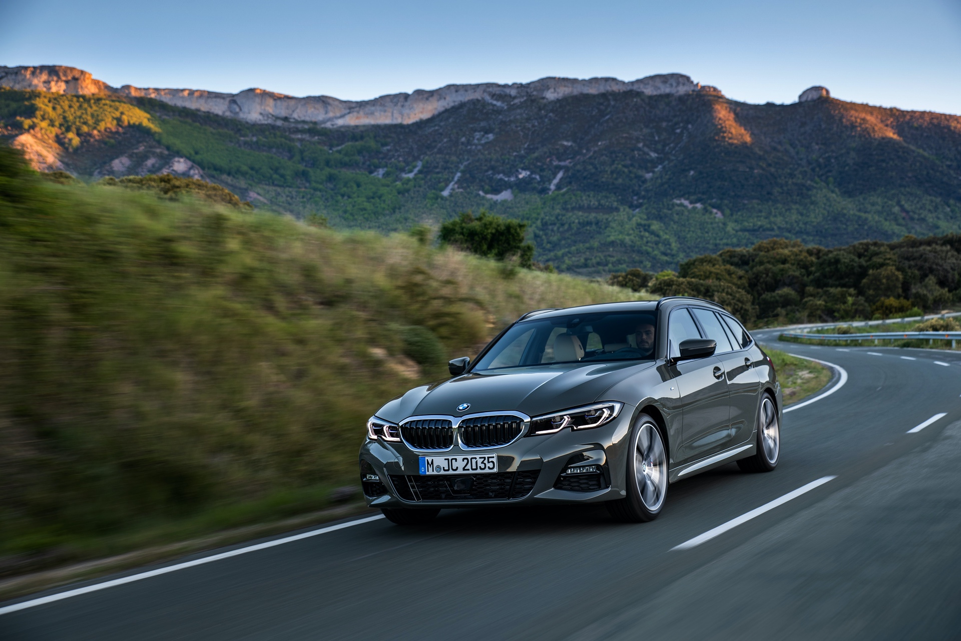 world premiere g21 bmw 3 series touring the swiss army. Black Bedroom Furniture Sets. Home Design Ideas