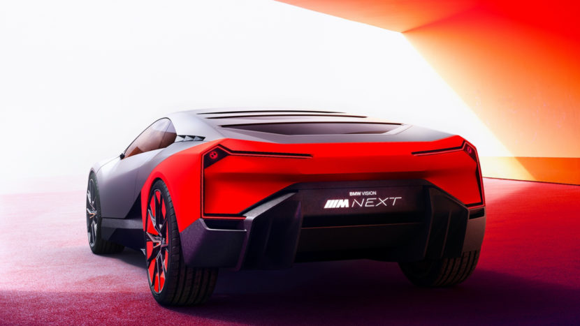 BMW Vision M NEXT vs BMW i8 9 of 10 830x467