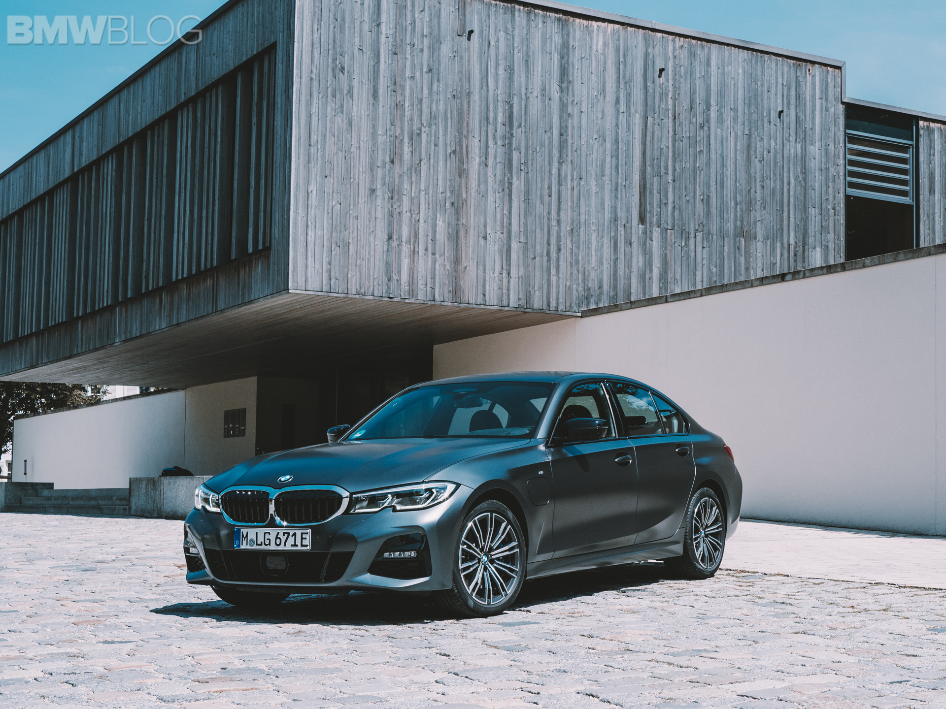 BMW 3 Series Touring 330e 1