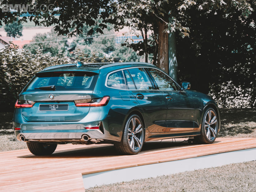 BMW 3 Series Touring 330e 21 830x623