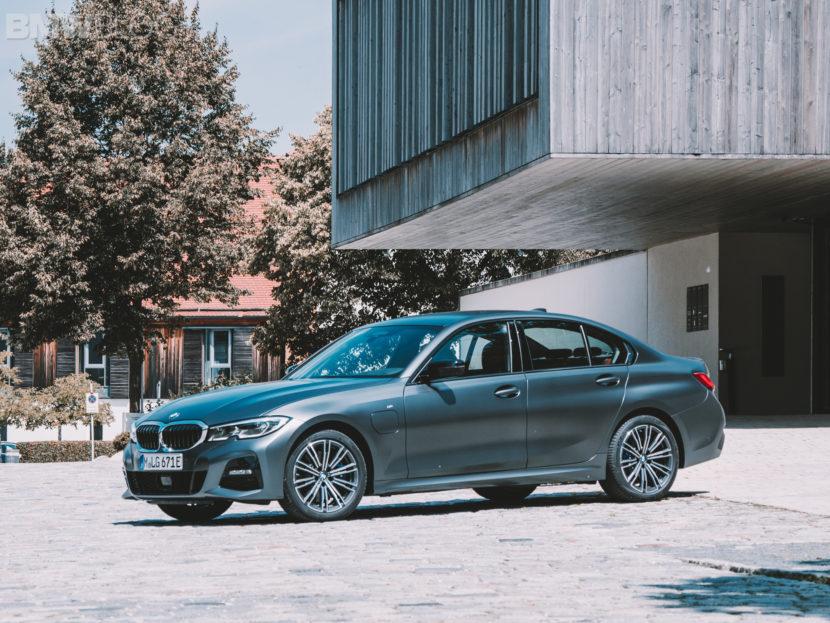 BMW 3 Series Touring 330e 6 830x623