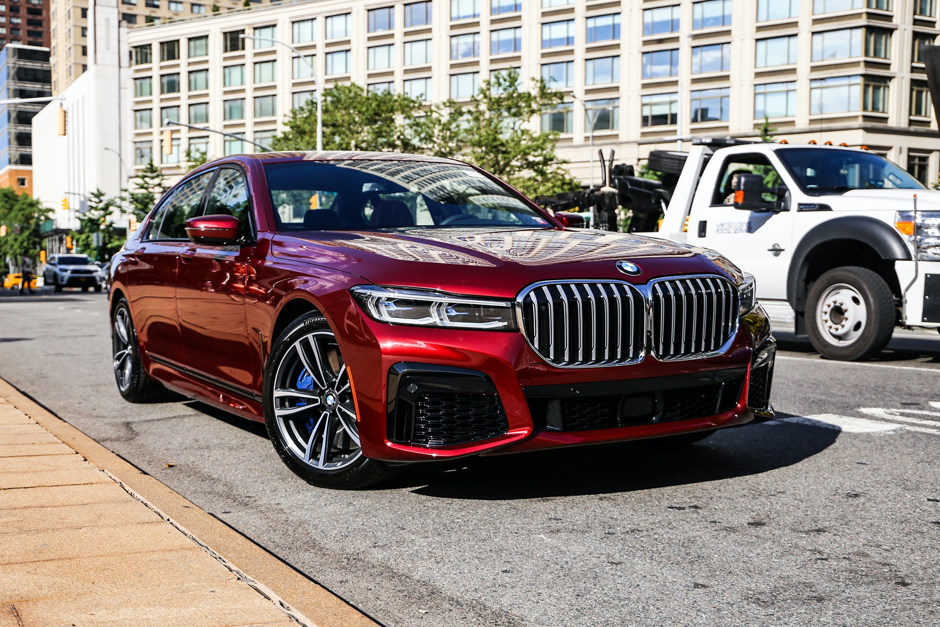 The New Bmw 750i Facelift Shines In The Beautiful Aventurine Red Color