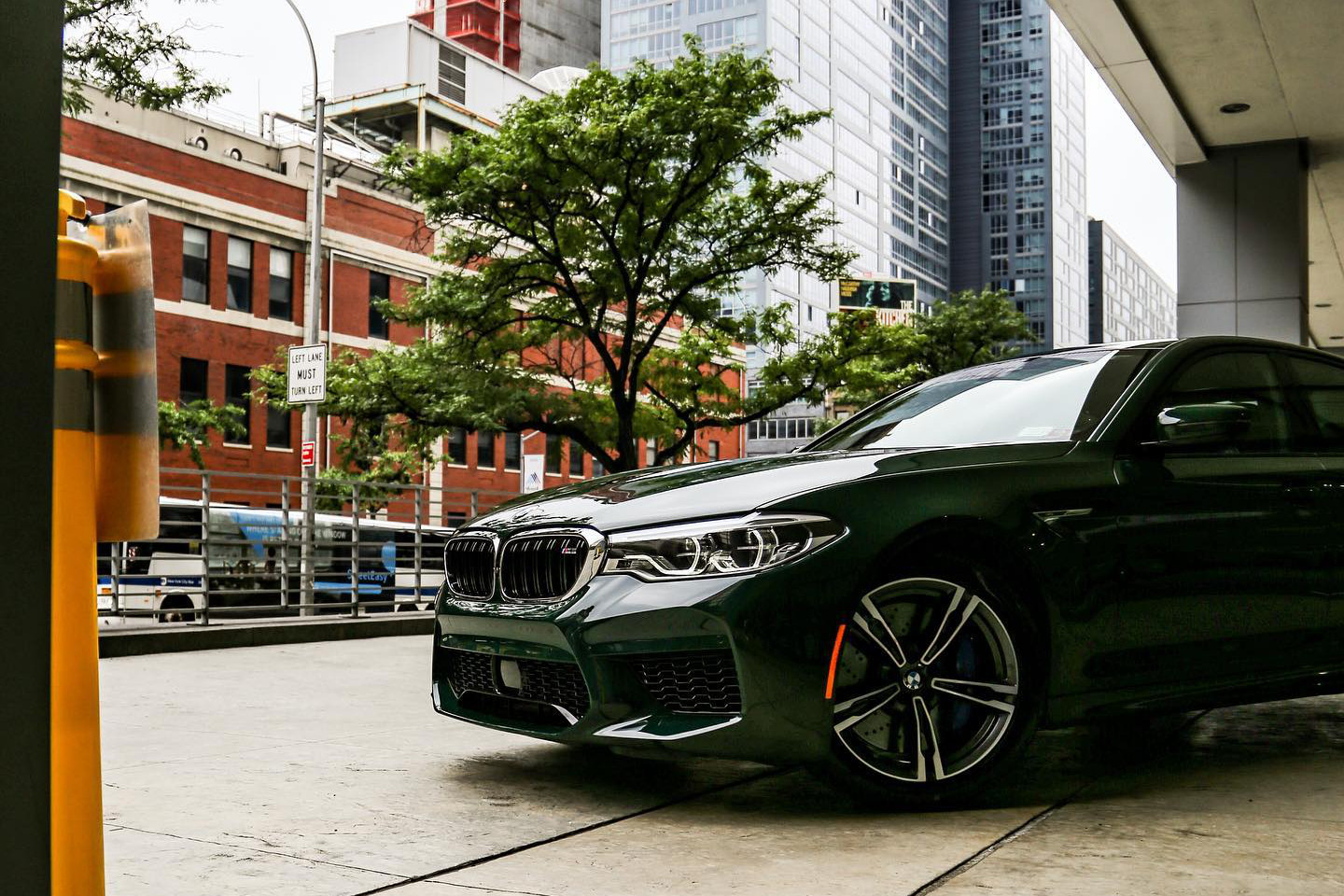 BMW M5 F90 Individual British Racing Green New York 02