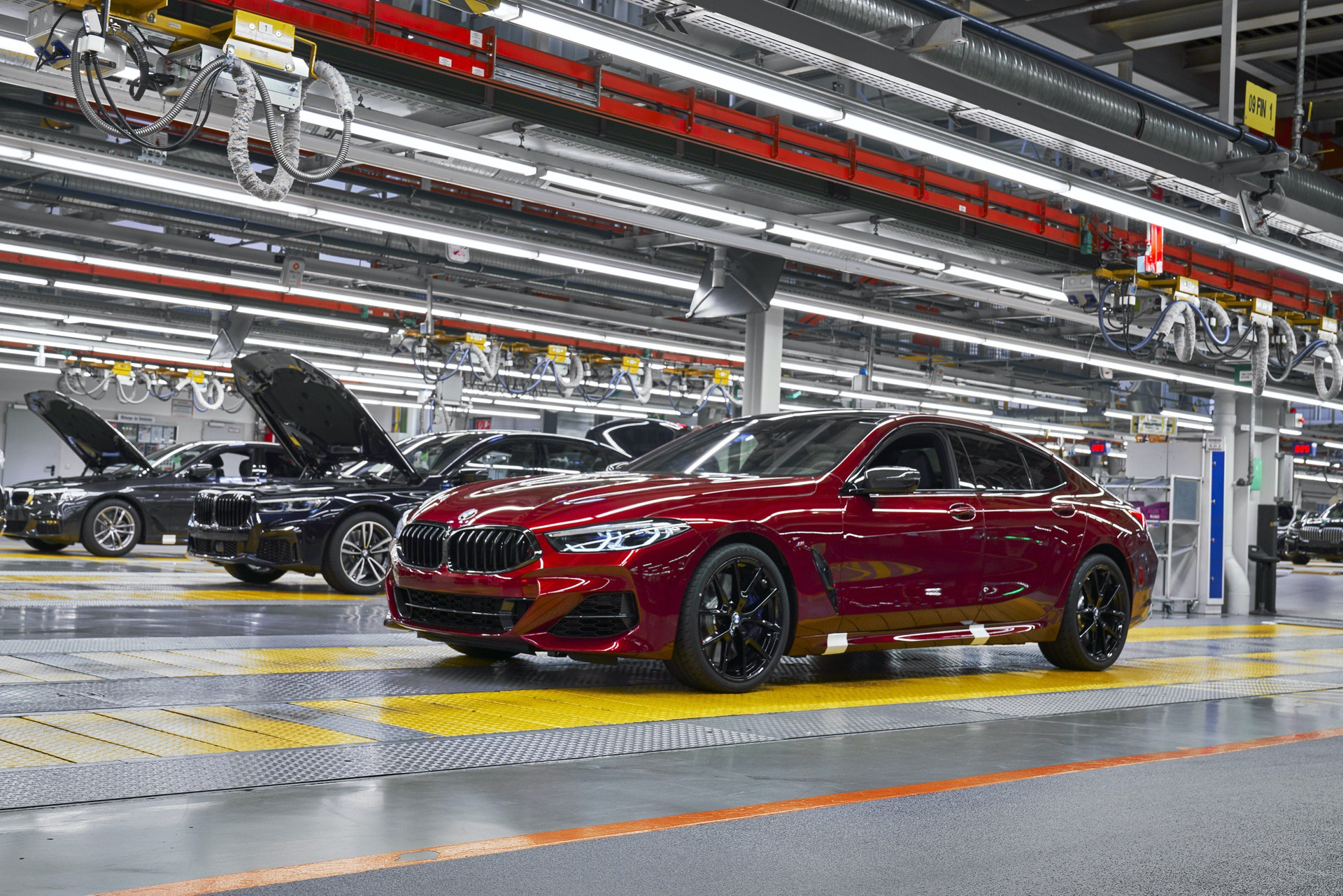 BMW M8 Gran Coupe red 09
