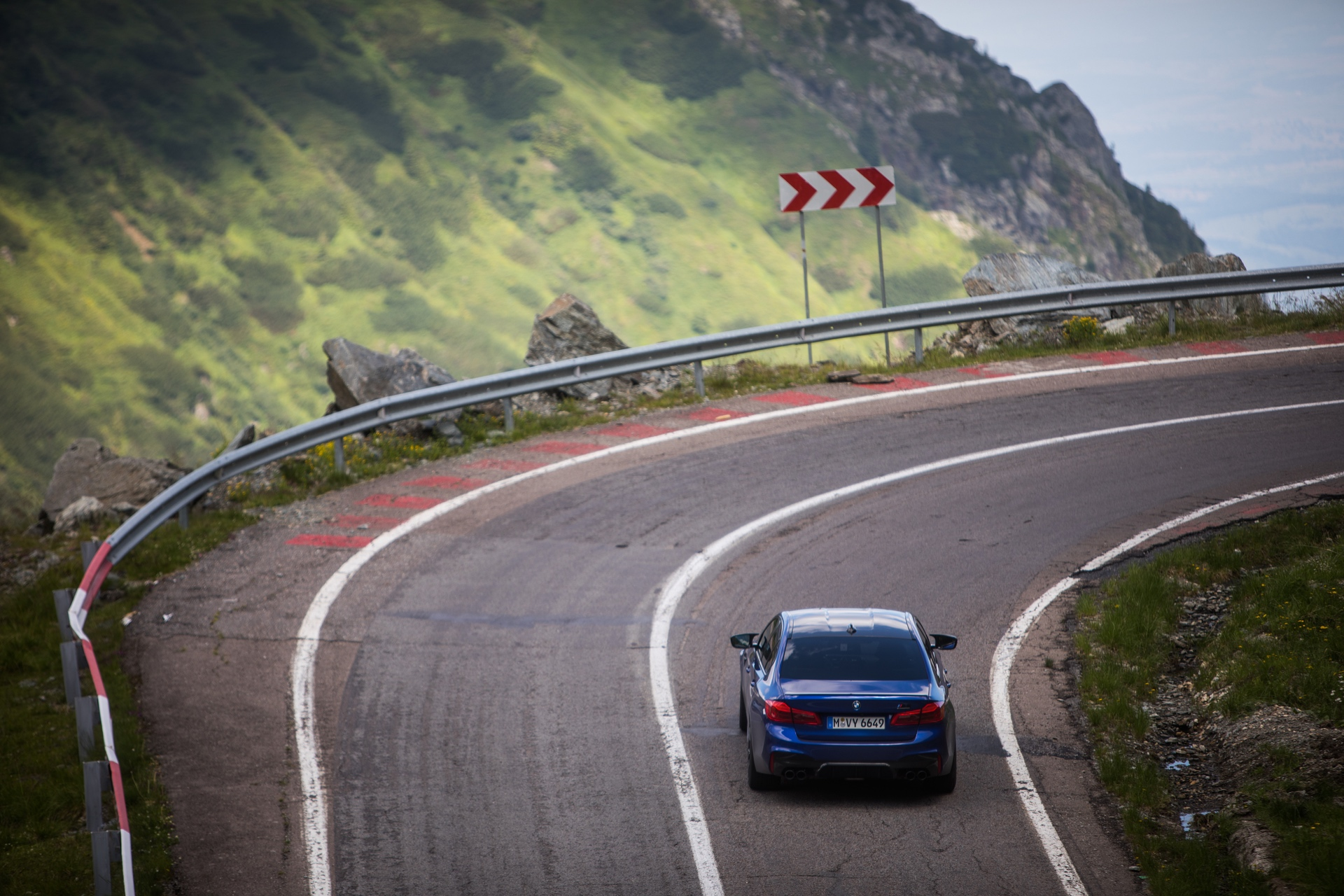 Some cool footage of the BMW M5 Competition on a famous driving road
